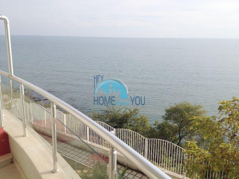 Первая линия - двухкомнатная квартира с панорамным видом на море в Святом Власе 3