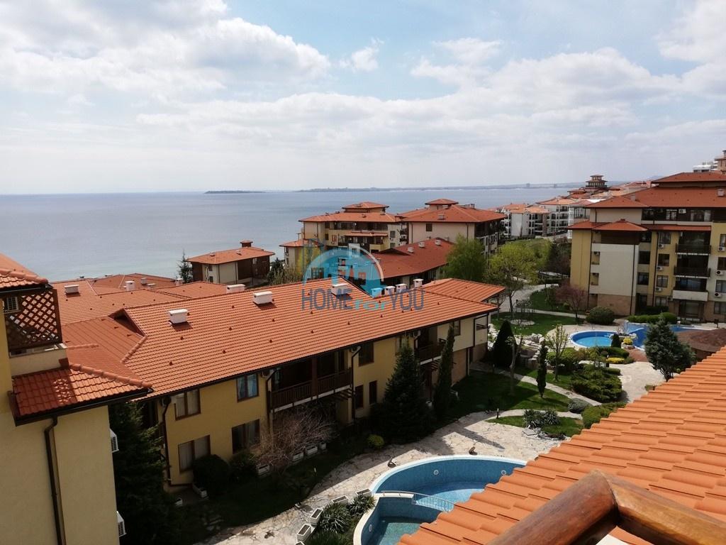 Просторная двухкомнатная квартира с панорамным видом на море в комплексе Райский Сад