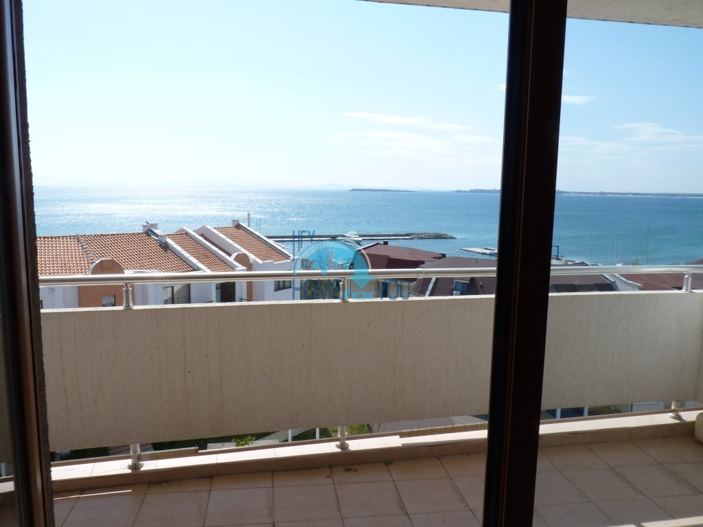 Двухкомнатная квартира, Святой Влас - панорамный вид на море.