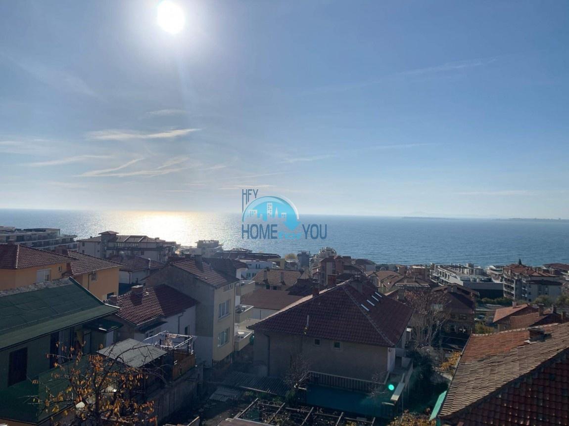 Святой Влас, район Русалка. Панорама, вид на море. Четырехэтажный дом