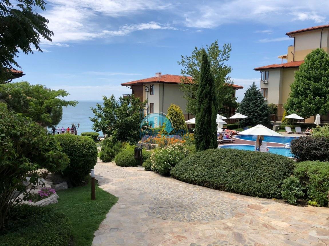 Трехкомнатная квартира с шикарным видом на море в комплексе Райский сад