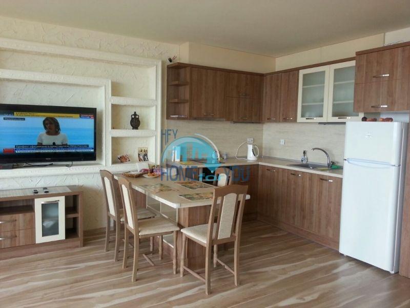 Трехкомнатная квартира с видом на море в курорте Святой Влас