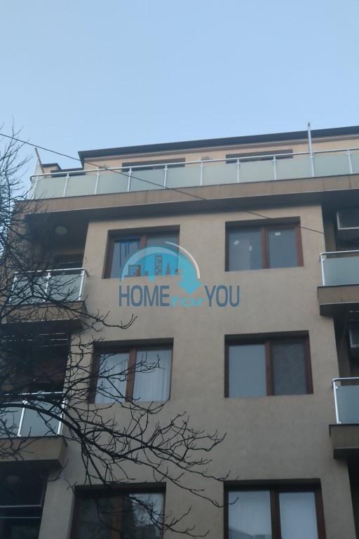 Новая, четырехкомнатная квартира в двух уровнях в Варне