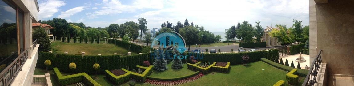 Огромная квартира в центре Приморского парка Варны с панорамным видом на море