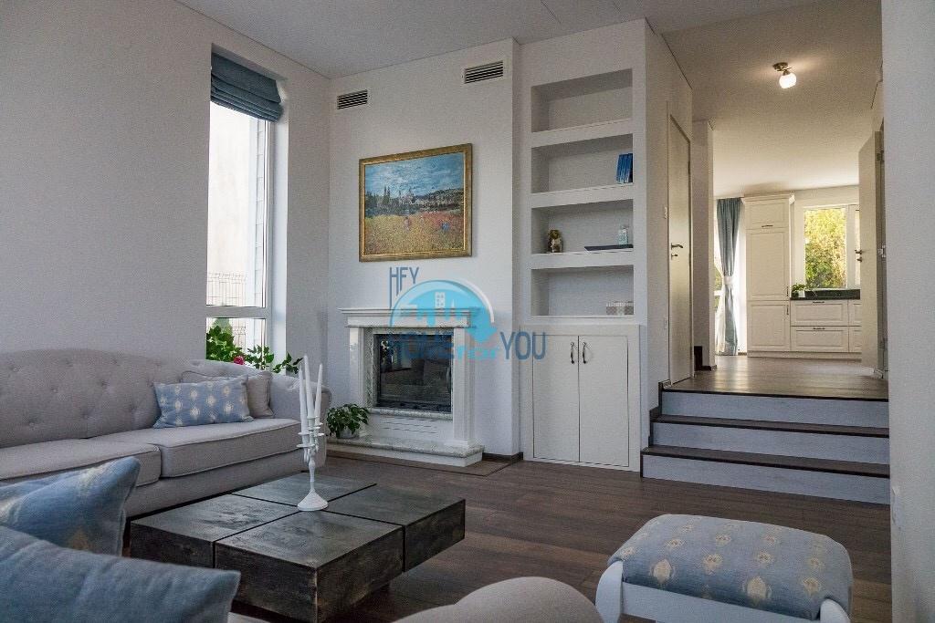 Отличный дом, класса люкс. Новый, трехэтажный дом в Варне