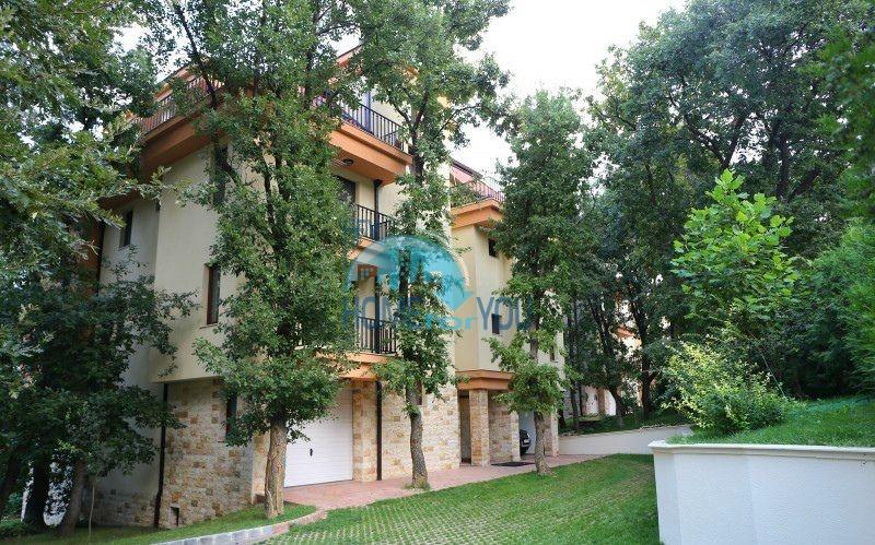 Трехкомнатная квартира с видом на море в жилом доме в городе Варна 9