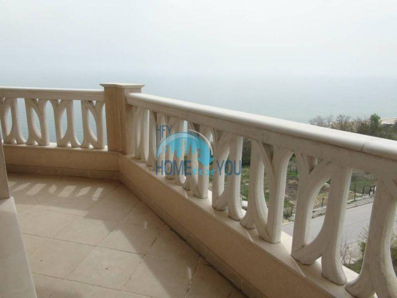 Трехкомнатная квартира с видом на море на Золотых песках 14
