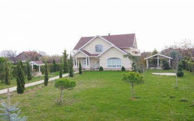 Роскошный двухэтажный дом 150 кв.м на земельном участке 1500 кв.м в поселке Каменар, Бургас