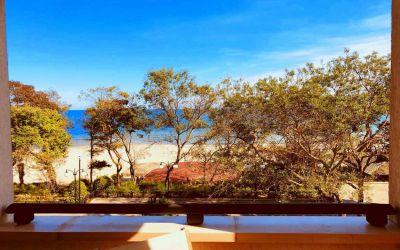 Великолепный меблированный апартамент с двумя спальнями на первой линии с потрясающим видом на море в элитном комплексе «Oasis Resort & Spa»