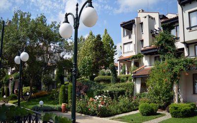 Шикарная трехкомнатная квартира в уникальном комплексе Oasis Resort & Spa на первой линии моря в п. Лозенец