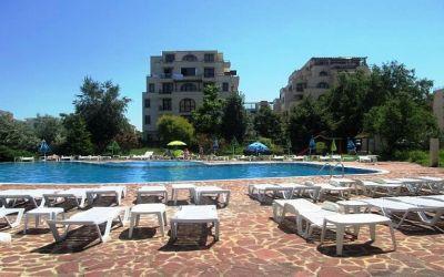Меблированная двухкомнатная квартира с большой террасой на Солнечном берегу