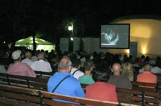 Летний кинотеатр в болгарском Бургасе ждет горожан и гостей курорта