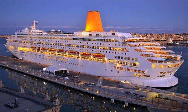 Итальяский корабль Costa neoRIVIERA откроет круизный сезон в Бургасе